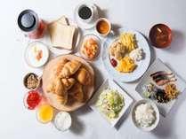 <朝食>ブッフェスタイルでご用意。お好みのアイテムをお好きなだけお召し上がりください