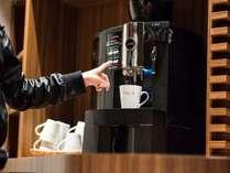 <サービス>ロビーには 本格的なコーヒーをフリーでお楽しみいただける『エスプレッソステーション』
