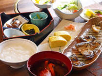【朝食】干物などを中心とした島の旅館らしい朝ごはんをご用意致します!