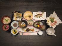 *【夕食一例】目でも舌でも味わえる絶品料理をご堪能ください。