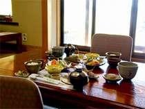 3食付きプランの昼食一例。個室でゆっくりお召し上がりください。