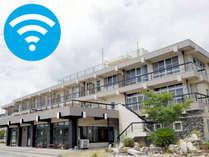 駐車場は無料になります。館内全域高速WiFi完備してます。