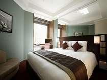 【スーペリアダブル・昼】20平米ベッド幅180cm キングサイズのベッドが深い安らぎへ導きます