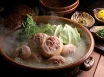 博多華味鳥の水炊きです。コラーゲンたっぷりのスープです。