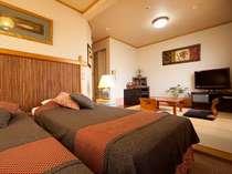 ベッドカバーは四季おりおりに入れ替えております。