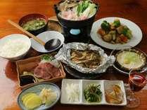 リーズナブル・夕食全体イメージ(自家製野菜を使った、手作り料理が並びます)