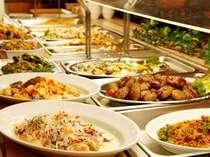 ご夕食は食べ放題の和洋バイキング!