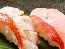 人気No1のお料理コース「伊豆旬彩」では、絶品の地金目鯛の握り寿司をお楽しみいただけます。