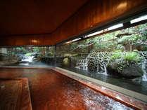 [大正屋滝の湯]自然の移ろいが景観の庭園風呂。