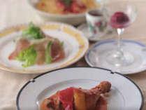 ホテル周辺のイタリア料理アンクルのスパゲッティーディナーをお召し上がりください。