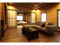 2階半露天風呂付客室「赤絵」70平米