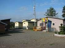 施設の内食堂棟・宿泊棟(ロッジタイプ)全景