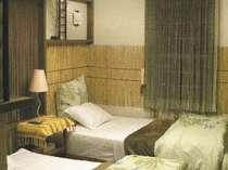 アジアンデザインでコーディネイト!毛糸壁面オブジェが鮮やかな雰囲気に!