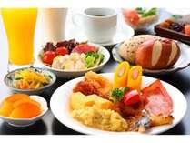 バランスの良い朝食を◎バイキングレストラン「ラ メール」にて6:30-9:00の間でご案内しております。