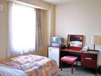 【シングルルーム】 明るく清潔感あるお部屋は女性にも人気です。