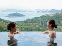露天風呂では鳴門海峡を見晴らす眺望が自慢。