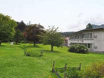 【庭園・夏】夏の庭園と本館客室