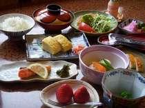かねよし旅館の朝食をしっかり食べてGO!!でっせぇ。(朝食写真は一例です。)