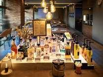 毎日開催されるウェルカムバーで飲み放題(18:00~21:00)