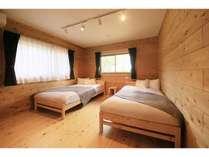 ベッドルームAセミダブルベッド×2EXベッドを入れて3名様までご利用可能です。