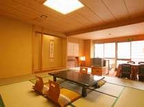 *開放的なお部屋にて、ゆったりとお過ごし下さい。(新館客室一例)