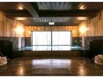 ☆ラジウム人工温泉の男女別大浴場(写真は男性用)。手足を伸ばしてゆったり!深夜2時まで朝は5時~。