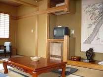 和室10畳(お部屋は常に清潔感を心掛けています)