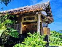 本部富士の麓、緑と空と海。沖縄の魅力を凝縮した、どこか懐かしい隠れ家宿。