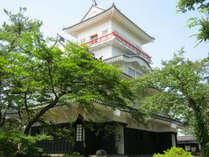 ≪千秋(せんしゅう)公園≫園内には秋田県民会館や平野政吉美術館などがあります。(徒歩約15分)