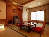 和室の横に広い広縁があります。窓からは、妙高山が一望できます。