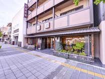 【外観*】JR京都駅より徒歩8分の好立地♪西本願寺も近く、観光やお参りの拠点に最適★