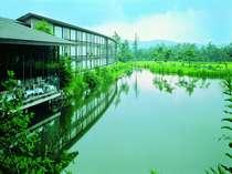 四季折々に美しい表情を魅せる軽井沢。自然の息吹を感じながら過ごす、特別な時間をお楽しみください。