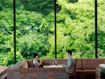 四季折々の景色の中でお食事をお楽しみください。