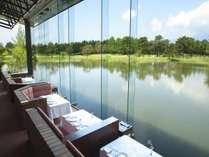 四季折々の景色の中でお食事をお楽しみください