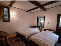 23平米のツイン、全室に専用バスルームとウッドデッキが完備。
