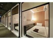 【ビジネスクラスキャビン】カプセルホテルの中でも天井が高く、圧迫感を感じません!
