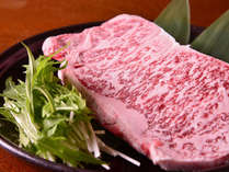 夕食一例/旨み凝縮。高級黒毛和牛をどうぞ。