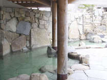 【露天風呂】開放的な露天風呂♪風を感じながら温泉浴を満喫。