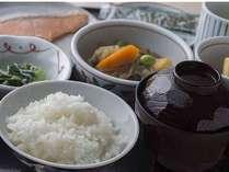 近江米を使い、地元の野菜・旬の食材にこだわった食事