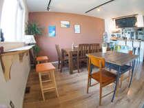 リビンクは朝食スペースとして、また夜はバー、軽食をご利用いただけます(冬季、夏季一部期間のみ)。