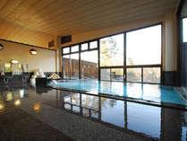 *【大浴場(女性)】大きな窓が開放的な内湯でのんびり疲れを癒しましょう。