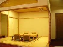 【特別室】手足を伸ばして寛げる和室部分