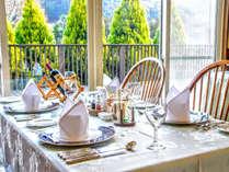 【レストラン】大自然を眺めながらお食事をどうぞ