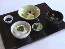 【オプション例】メインはフランス料理、パンスープを和食に変更することが可能です(別途500円)