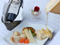【ラクレット】溶かしたチーズを美味しくいただくラクレット。カップルプラン限定のお食事です