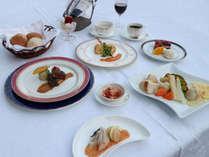 【ラクレット】溶かしたチーズを美味しくいただくラクレット。フランス料理とともにお召し上がりください。