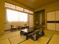 和室10畳+広縁 バス(温泉)+トイレ付きの和室です。