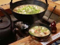 【囲炉裏料理】囲炉裏で作る大鍋料理さ食べてあったまっぺ♪