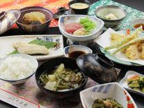 【夕食一例】手作りの田舎料理でもてなすど♪旬の野菜がいっぱいだべ!