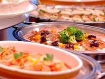 和洋のバイキング朝食無料!!一日を元気に快適にお過ごしいただく為健康的で新鮮な食材をご用意しております